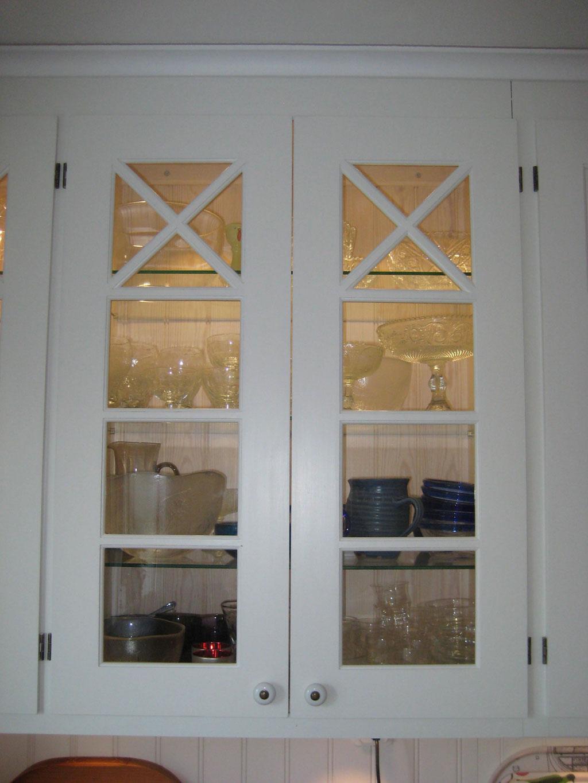 Kok Dubbla Ugnar : overfalsade vitrinluckor med okta sprojs