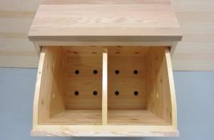 Tvättlåren är ventilerad i skåpet och även        själva insatsen har borrade ventilationshål.