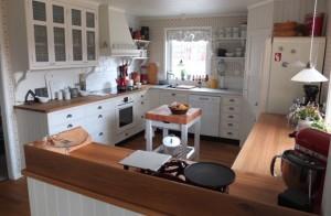 Kök med stora bänkytor